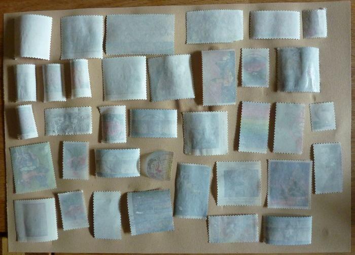 Briefmarken liegend auf Löschpapier