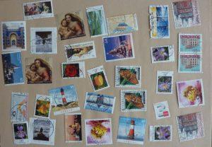 Abgelöste Briefmarken getrocknet und gepresst