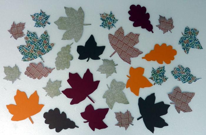 DIY Herbstblätter gebastelt mit Schablonen, Farbkarton und Motivpapier