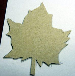 Herbstblatt Kontur mit Schablone übertragen