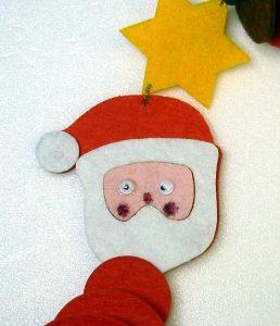 Filzfädelei Weihnachtsmann Gesicht mit Augen angemalt