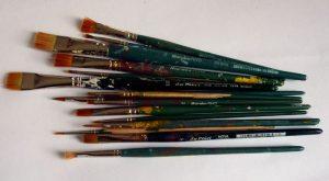 Pinsel nach der Reinigung mit Pinselreiniger für Acrylfarbe