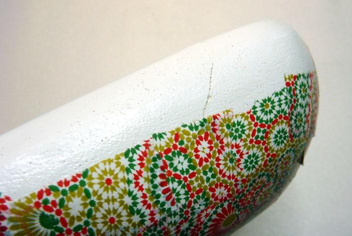 Riss in Holzschale mit Decopatch Papier bekleben