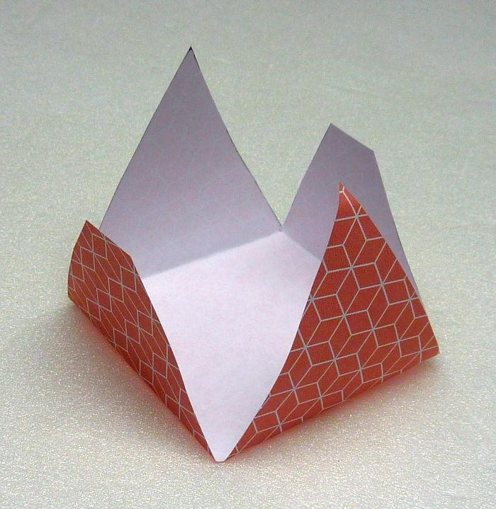 Schachteln falten aus Papier - Alle Ecken nach oben falten