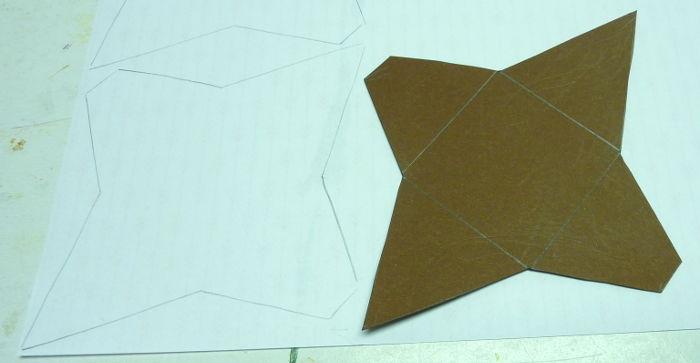 Schablone rückseitig auf Motivpapier übertragen