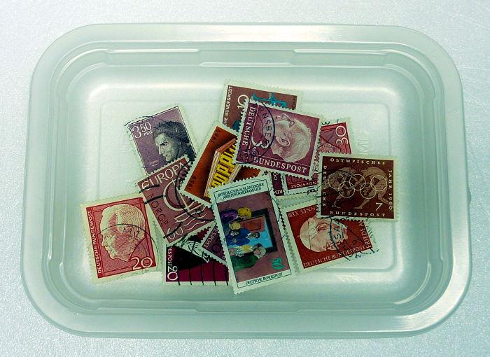 Briefmarken sortiert nach Farbe