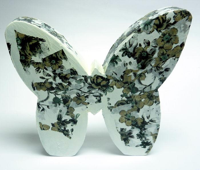 Schmetterling mit Décopatch Papier bekleben