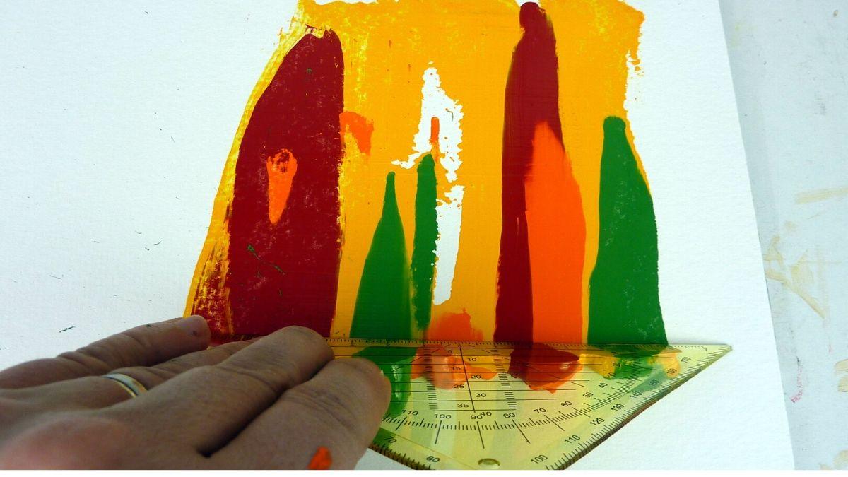 Geschabte Effekte mit Acrylfarbe gestalten