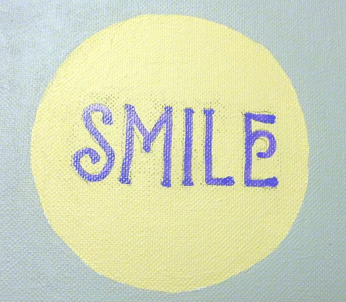 Wort Smile aufgemalt mit Marker
