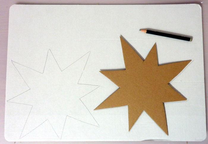 Stern mit Schablone auf Pappe übertagen