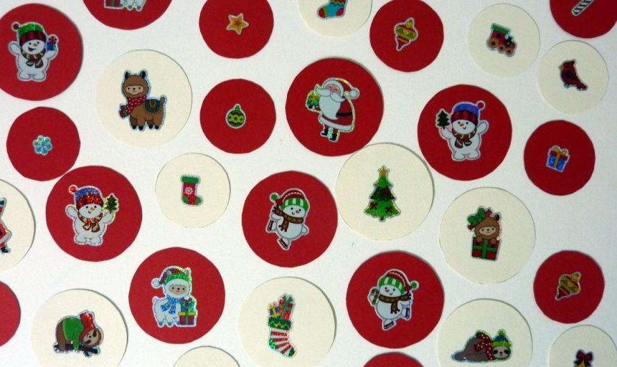 Girlande basteln mit Farbkarton und Motivstickern zu Weihnachten